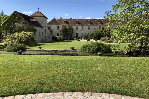 Cour principale Domaine de Berville (Copier)